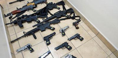 Critica gobernador de Texas nuevos controles de armas en sur de EUA