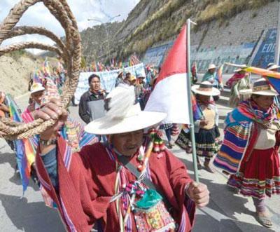 En Bolivia Crece la disputa por el oro con toma de más rehenes