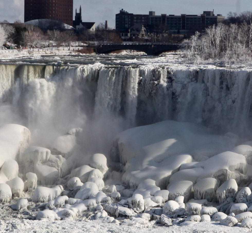 Las cataratas del Niágara congeladas otra vez