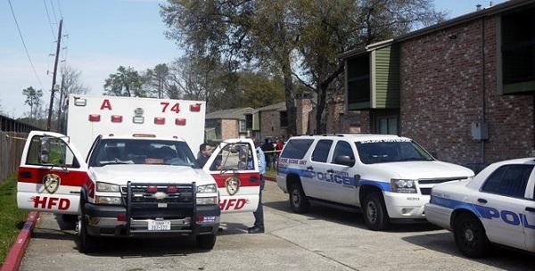 Niño de tres años muere de un disparo tras manipular un arma en Texas