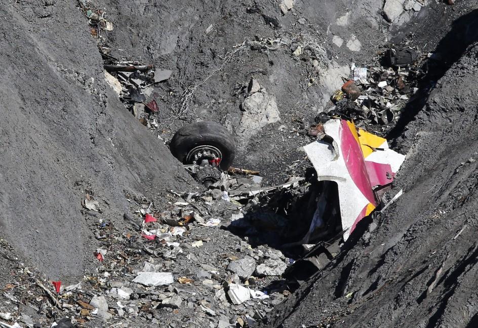 Facilitan acceso terrestre a zona donde se estrelló el avión de Germanwings