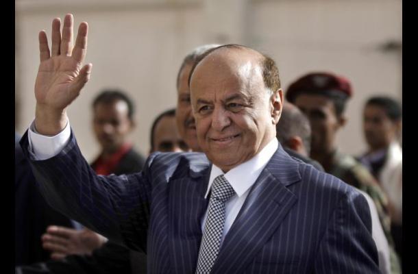 Presidente yemení huyó ante el avance rebelde