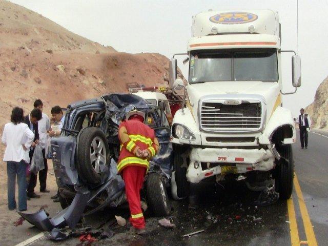 Al menos 22 muertos en un cuádruple choque al norte de Lima