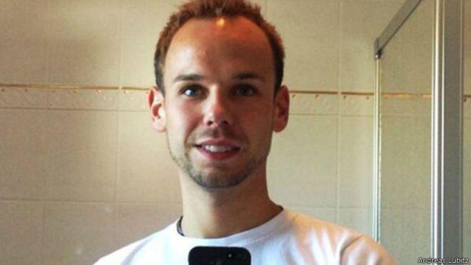Copiloto de Germanwings buscó en internet sobre suicidio y puertas de cabina.