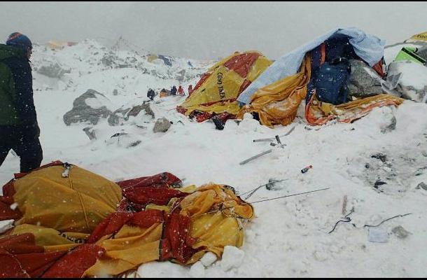 Balance del sismo en Nepal asciende a 1.805 muertos
