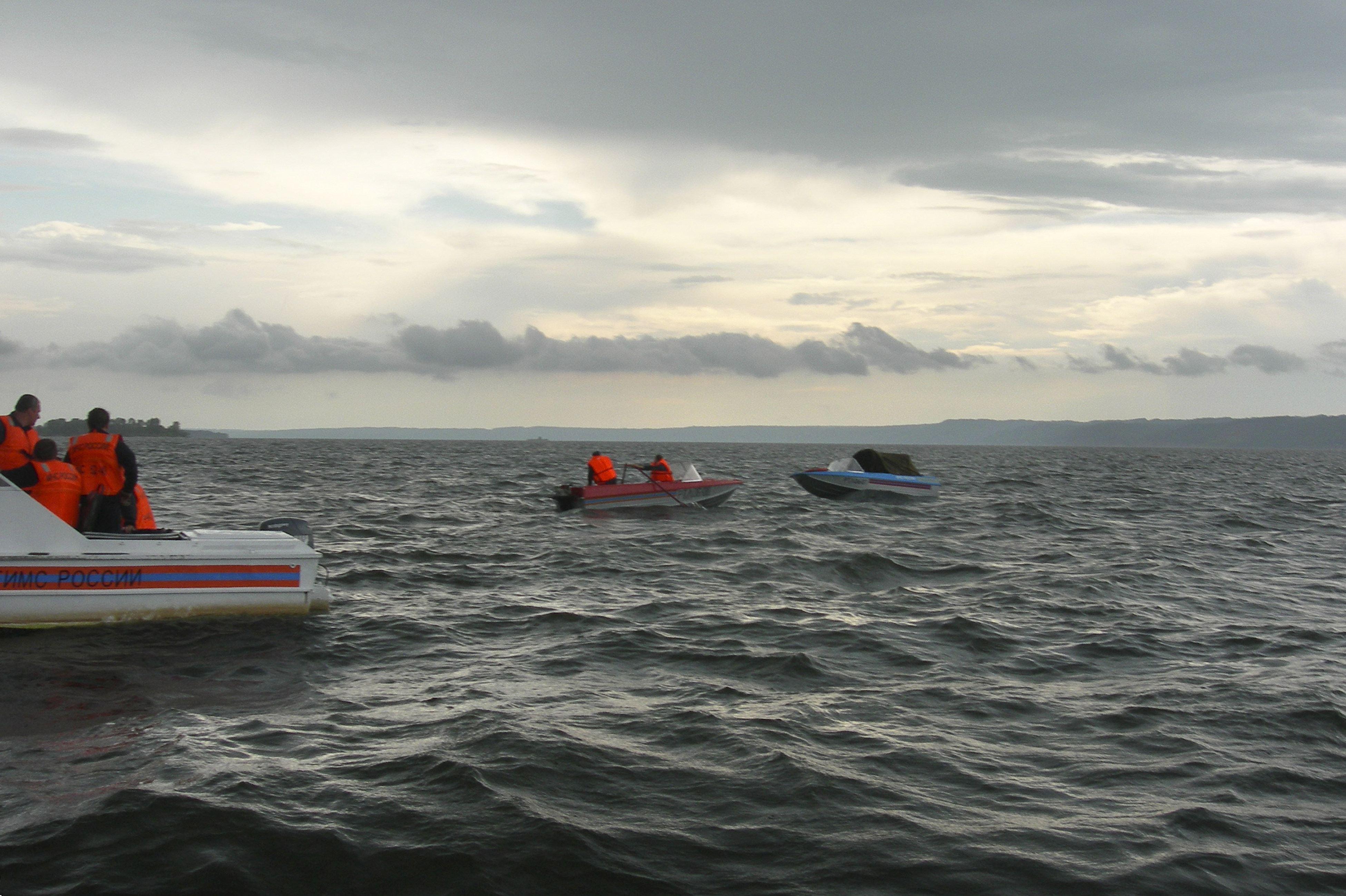 Mueren 24 personas, 28 a salvo y cientos de desaparecidos en naufragio