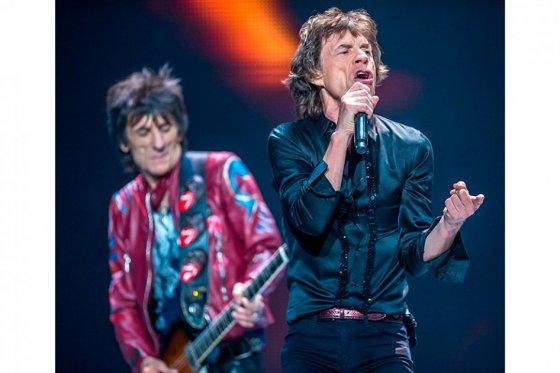 Ronnie Wood y Mick Jagger cantan por las víctimas de Nepal