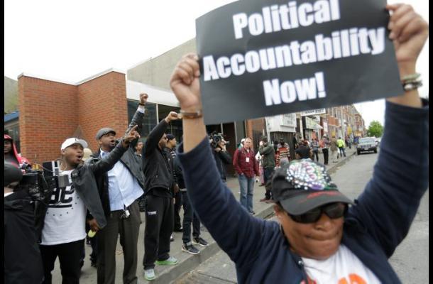 Acusan a 6 policías por muerte de joven afrodescendiente en Baltimore