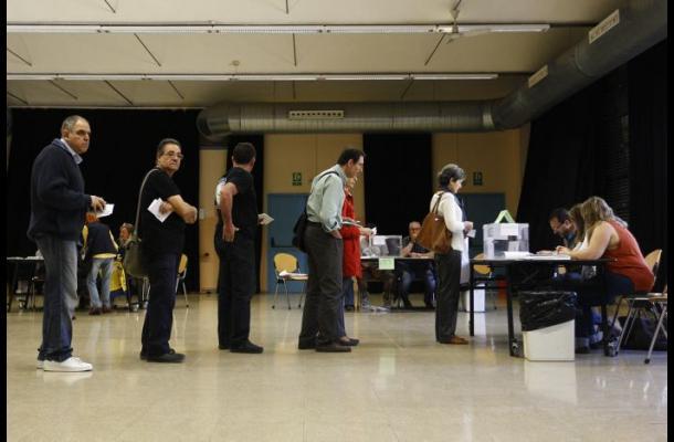 España vota en regionales y municipales, una prueba para los nuevos partidos