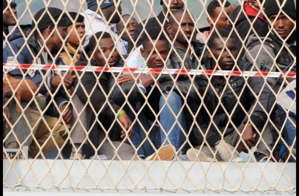 Murieron unos 40 migrantes en naufragio en Italia