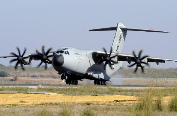 Se accidenta avión militar en Sevilla y muere tripulación