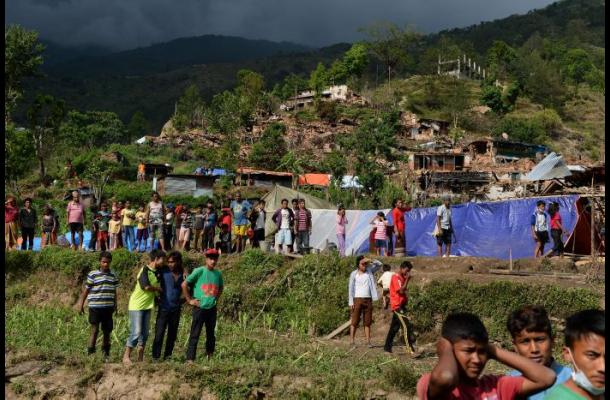 Supervivientes del sismo de Nepal se sienten abandonados