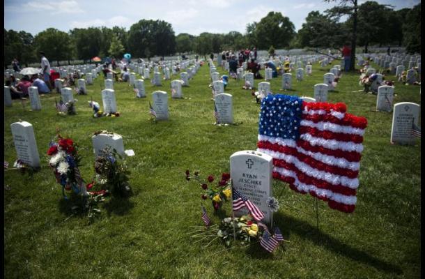 Obama rinde homenaje a los caídos en las guerras
