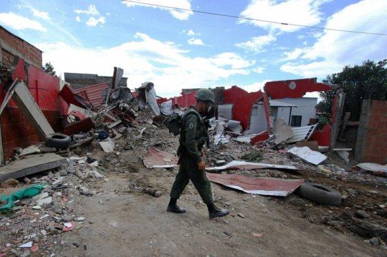 Niño que huyó de Venezuela dice que militares lo amenazaron con pegarle un balazo