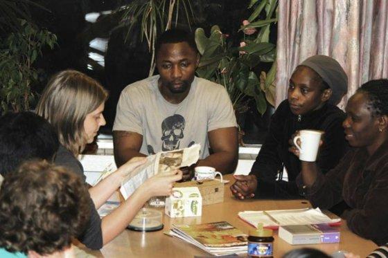 Liberales proponen la convivencia de estudiantes con refugiados, ancianos y exconvictos