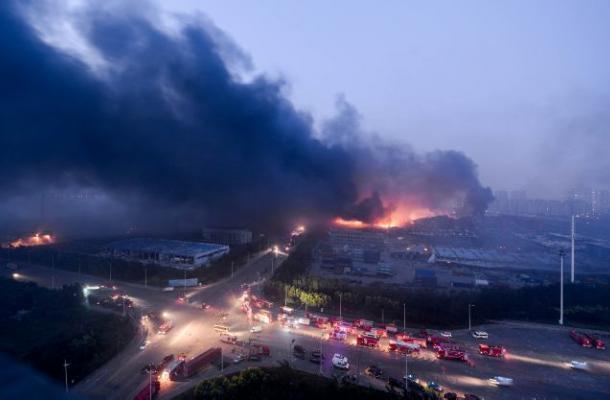 Al menos 44 muertos causan devastadoras explosiones en puerto de China