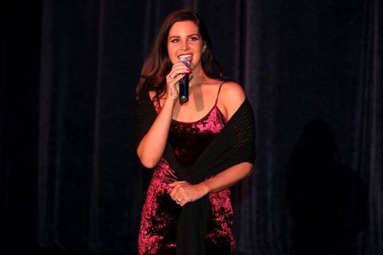 Lana Del Rey evoca cantantes clásicas en su oscuro «Honeymoon»