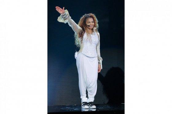 Janet Jackson regresa a los escenarios y llora al recordar al 'Rey del pop'