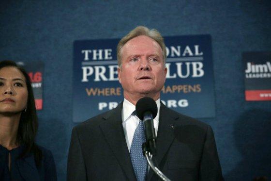 Precandidato demócrata Jim Webb retira su candidatura presidencial en EE.UU.