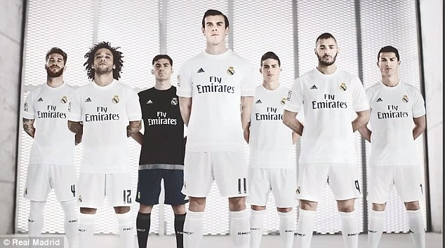 29A2347600000578-0-Gareth_Bale_centre_joins_Real_Madrid_s_superstars_for_the_promot-a-57_1434404478652