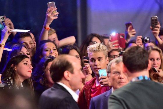 Justin Bieber no soporta entrevista y se va de 40 Principales