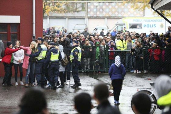 Dos muertos deja ataque de hombre con máscara de Star Wars en colegio sueco