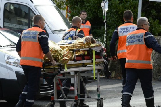 Al menos 42 muertos en choque entre bus y camión en Francia, el peor desde 1982
