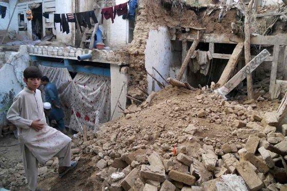 Ascienden a 154 los muertos en Pakistán por el terremoto en el sur de Asia