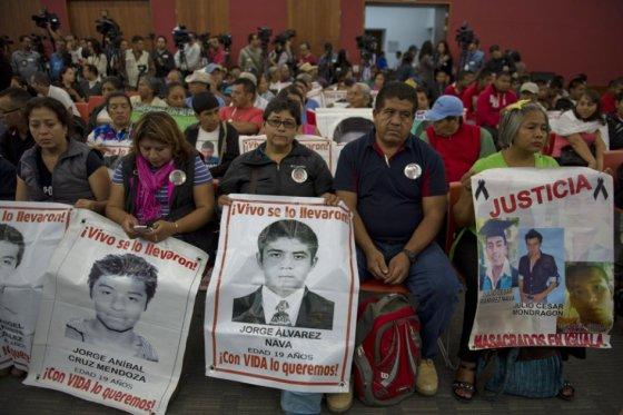 México publica en internet el expediente de los 43 estudiantes desaparecidos