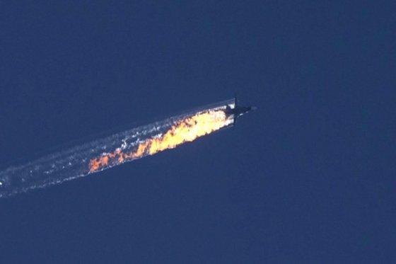 Turquía derriba avión militar de bandera rusa en la frontera siria