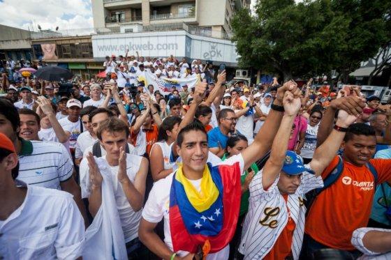 Oposición lleva la ventaja en las elecciones de Venezuela, según últimos sondeos