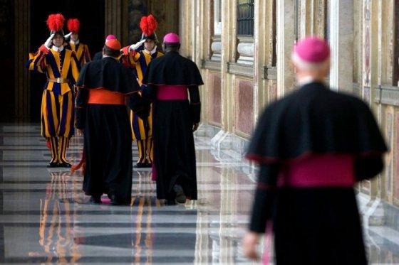 Vaticano detiene a dos personas por sustraer documentos reservados