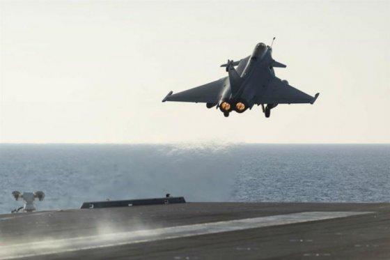 Ataques aéreos de EE.UU. destruyen 283 camiones cisterna del Estado Islámico en Siria