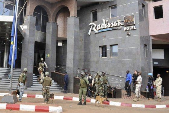 Autoridades buscan tres sospechosos de ataque yihadista contra hotel en Malí