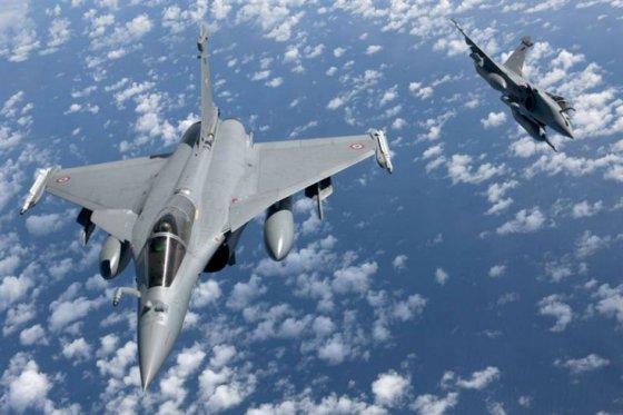 Francia bombardeó importante campamento del Estado Islámico