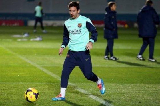 Messi volvió a tocar la pelota en entrenamiento de Barcelona