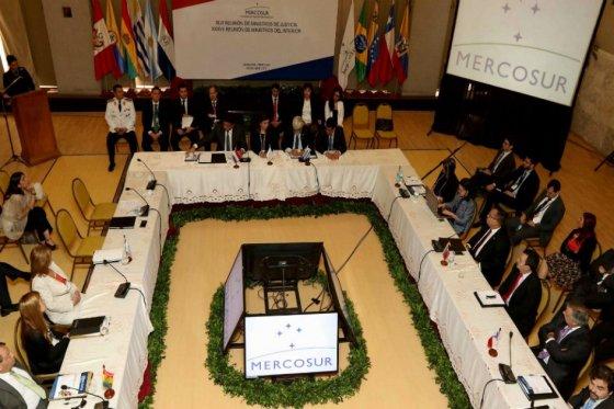 Cumbre de Mercosur sin Maduro y con Macri debate los derechos humanos