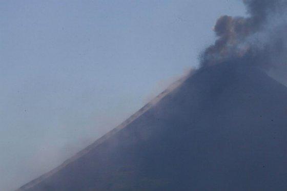 Volcán Momotombo de Nicaragua mantiene actividad en cuarto día de explosiones