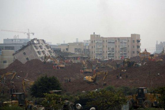 Al menos 90 personas muertas habría dejado deslizamiento de tierra en China