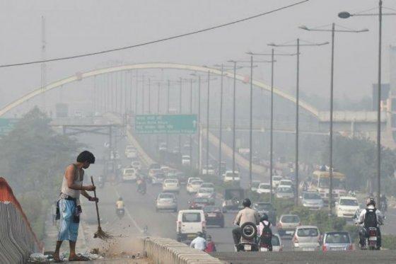 Nueva Delhi, la capital más contaminada del mundo, limitará uso de vehículos particulares