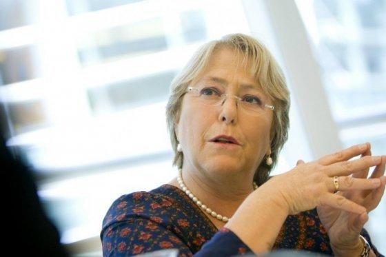 Aprobación de la gestión de Michelle Bachelet baja al 24 %