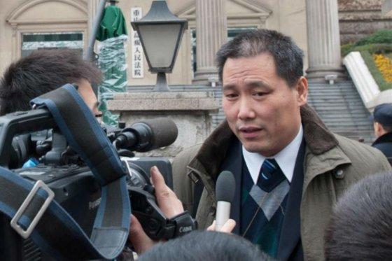 4 chinos continúan detenidos por apoyar a Pu Zhiqiang en el día de su juicio