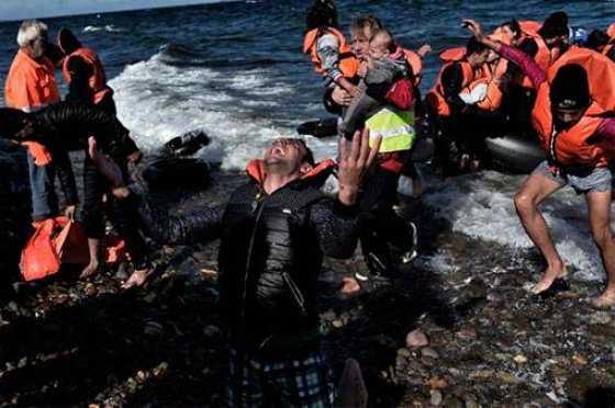 Desmantelan fábrica turca que hacía salvavidas falsos para refugiados
