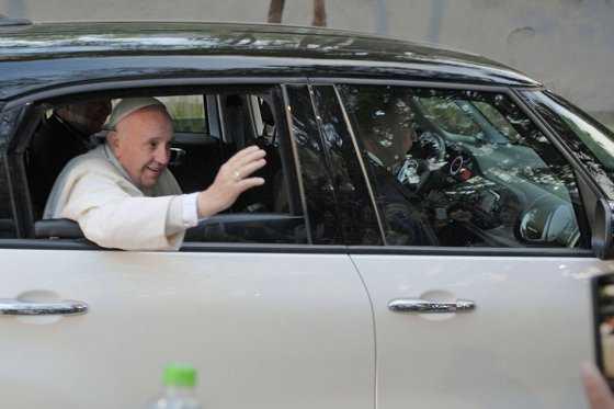 Papa visita estado mexicano azotado por la violencia de cártel pseudoreligioso