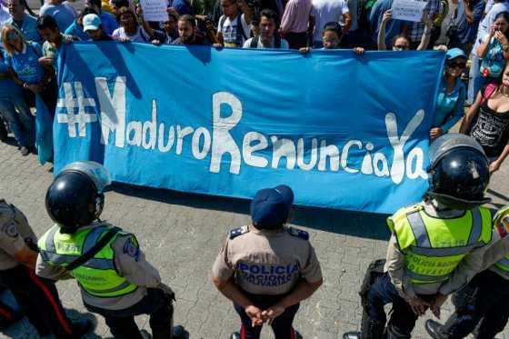 Alianza opositora venezolana debate vía para acortar mandato de Maduro