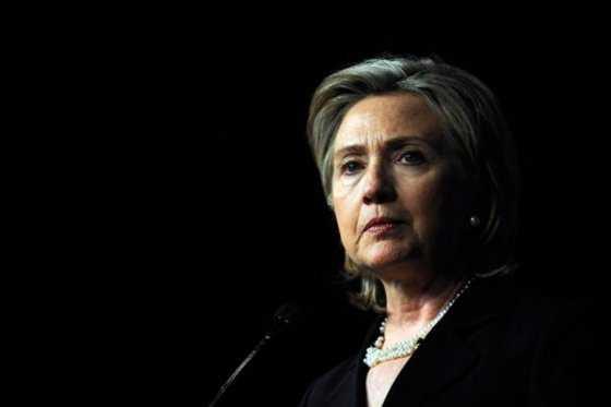 Clinton y Bush lideran entre votantes hispanos, según sondeo