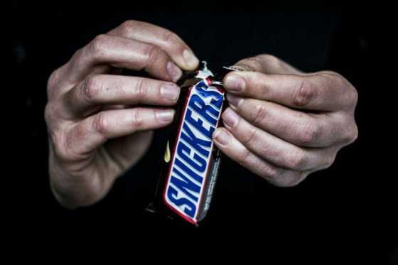 Retiran del mercado barras de chocolate Snickers y Milky Way en varios países de Europa