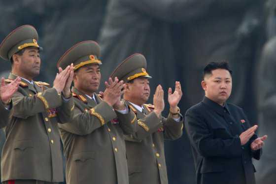 Kim Jong-un ordena preparar arsenal de armas nucleares