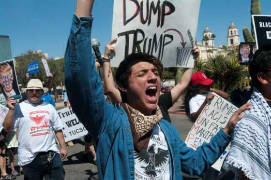 Paso de Donald Trump por Arizona, marcado por incidentes, protestas y detenidos