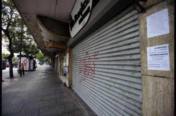 Detienen en Venezuela a dueños de supermercado por desechar 4 toneladas de pollo